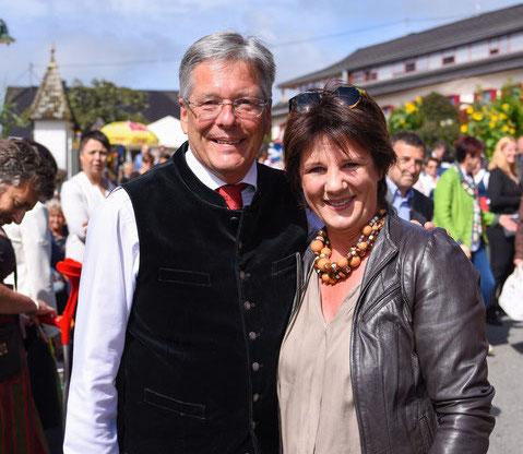 Landtagsabgeordnete Ines Obex-Mischitz mit Landeshauptmann Peter Kaiser