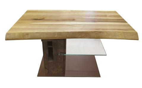 Couchtisch Seitenansicht: Platte aus Speierling, Dachbalken als Säule, Glasablage, Bodenplatte aus Cortenstahl