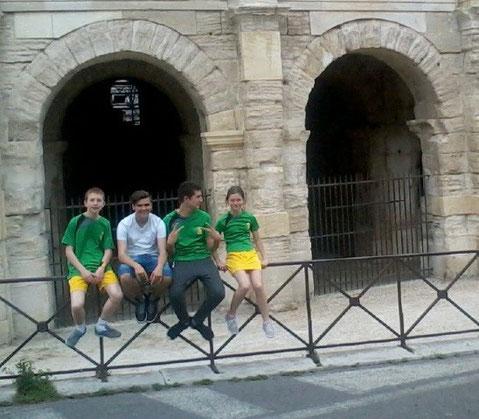 ASE Ping devant les arènes d'Arles