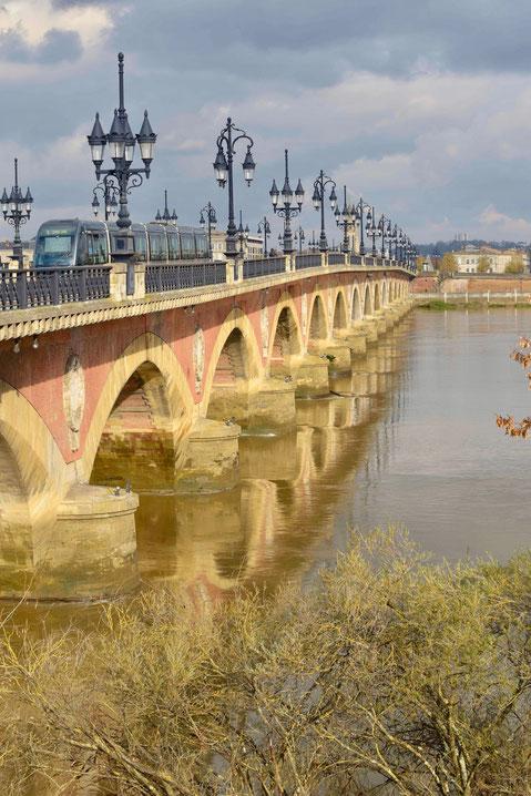 Le pont de pierre et ses 17 arches( Toutes les photos des ponts sont de D.Sherwin-White)