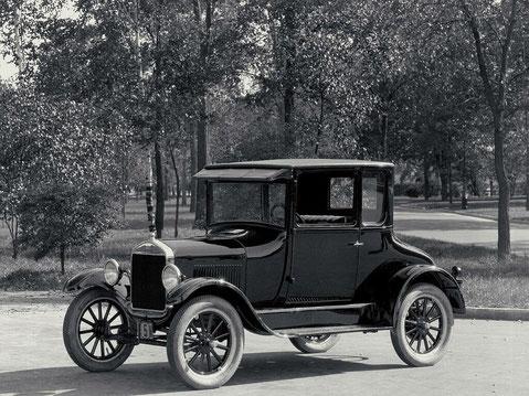 Primer automóvil llamado 'Ford T'.