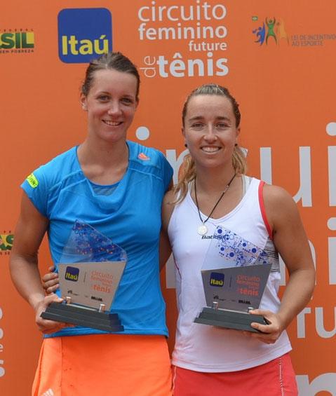 Dinah Pfizenmaier (l.) mit ihrer Partnerin Garcia-Vidagany bei der Siegerehrung in Sao Paulo (Foto: Club Athletco Paulistano)