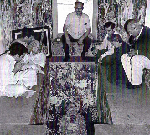 Start of February 1969. Sarosh ( far right ) inside Meher Baba's crypt.