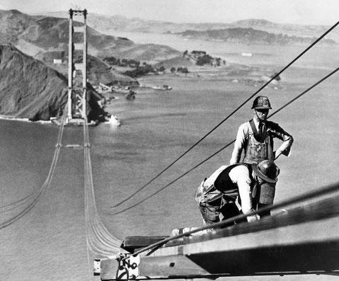 Operai che lavorano alla realizzazione del ponte (1933/1937)