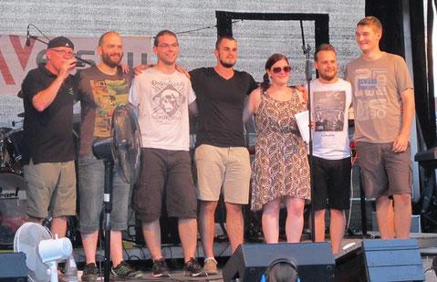 Der Dank des Veranstalters für einen guten Auftritt - einer der schönsten Momente einer Band