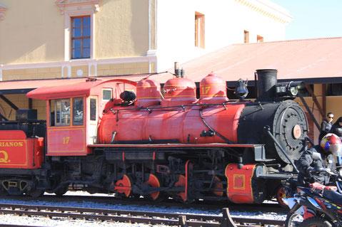 Dampflok im Bahnhof Chimbacalle von Quito