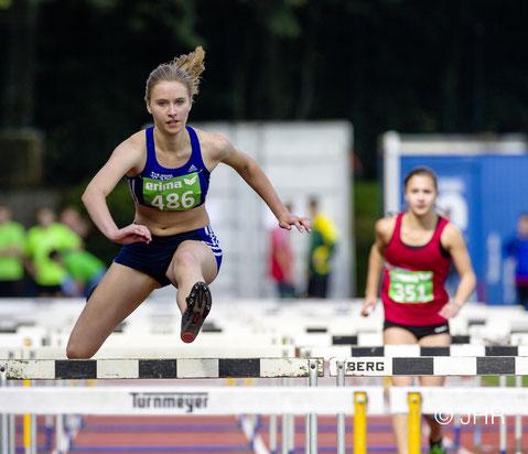 Das Archivfoto aus 2016 zeigt die erfolgreiche Mehrkämpferin Marie Steldermann, die in 15,28 Sekunden die viertbeste Zeit aller Teilnehmerinnen über die 100m Hürden erzielte. (Foto: Jan-Hendrik Ridder)