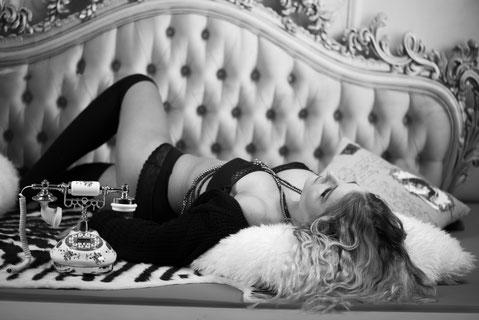 boudoir black white photography