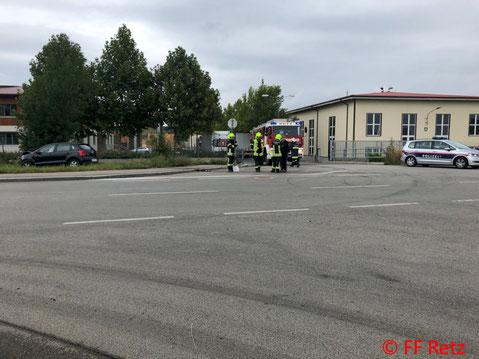 Feuerwehr, Blaulicht, FF Retz, Unfall, Zusammenstoß, PKW