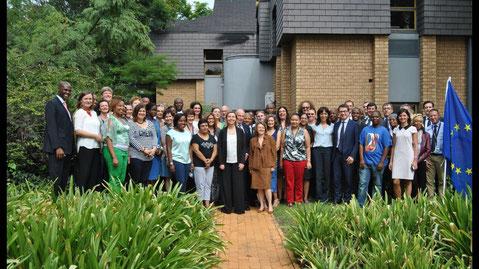 Federica Mogherini con la Delegazione dell'Unione Europea in Sud Africa (Massimo De Luca nella foto)