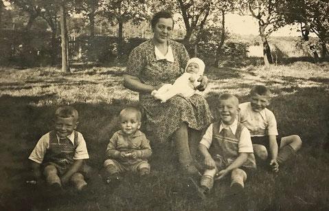 Walter (zweiter von rechts)