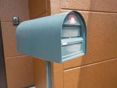 熊本市M様家。郵便ポスト塗り替え。彬スペシャルおしゃれグリーン採用。
