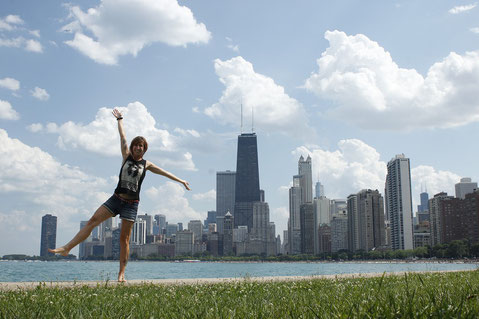 Blogger dancing in front of the skyline of Chicago