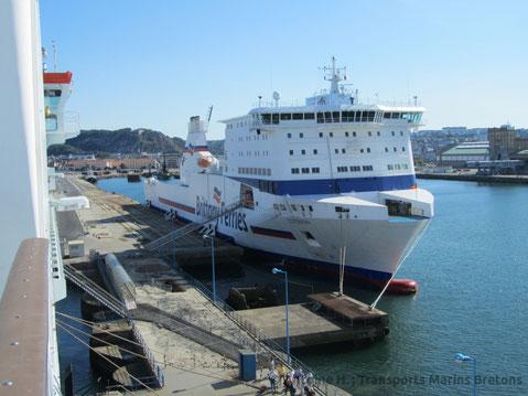 Cotentin amarré à Cherbourg-en-Cotentin, photographié depuis Oscar Wilde.