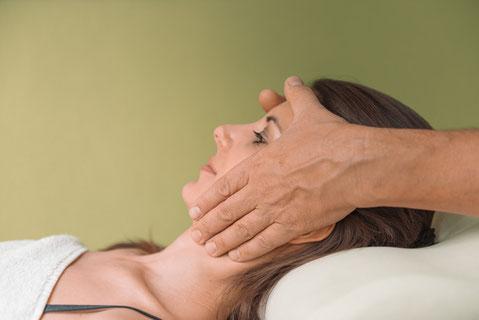 Massage, Gesichts Massage, Physio Plus, Widnau, Masseuer, Massage Studio, St. Galler Rheintal, Copyright: Nussbaumer Photography