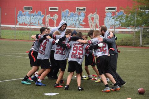 Unsere Seniors feiern den Turniersieg nach einem Sieg gegen Rostock