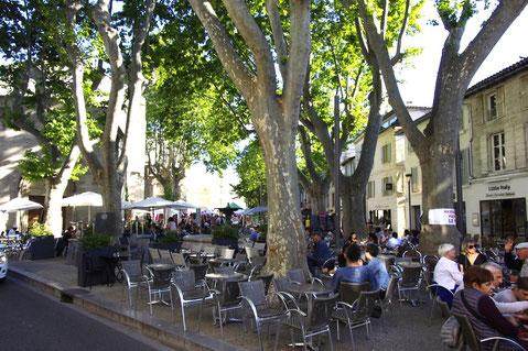 La place des Corps-saints à Avignon