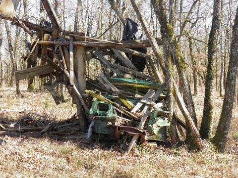 Un dépôt sauvage dans les bois peut, certes, être artistique mais pas biodégradable !...