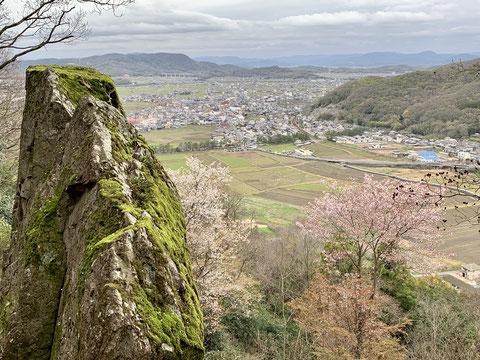 吉備の中山 天柱岩