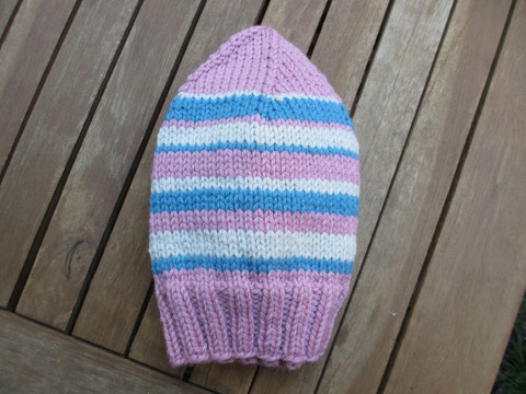 A pink, cream and blue striped beanie, with stripes made according to a random number generator