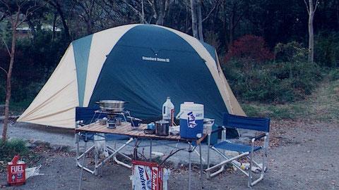 「コールマン」細かい箇所までよくできているドーム型、フライ梁の設置に手間取る