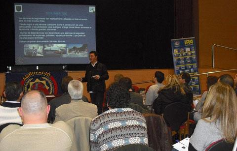 Don Diego Miranda imparte el módulo de Vigilancias, Contravigilancias, Seguimientos y Medidas.(VAK)