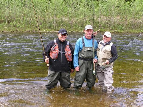 """David, Hubert und Walter in der Unsetåa - 3 """"ekstreme Fluefisker"""" (von li. nach re.). Ich bin hinter der Digicam."""