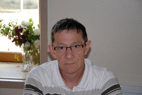 mon frère Michel. voici son site  http://merveillesdelanature.jimdo.com