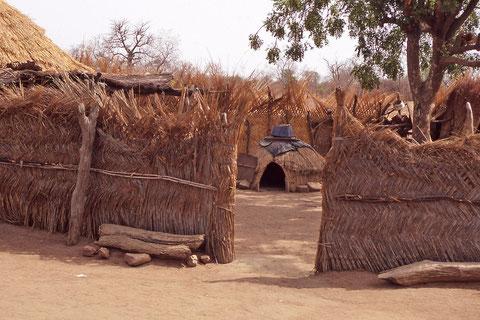 la paille est très utilisée pour la fabrication des maisons