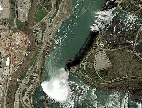 Satelliten-Aufnahme (NASA, World Wind) - unten die kanadischen Horseshoe Falls