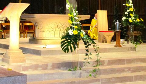 Création-réalisation d'un Maître autel, Eglise Saint-Louis Robertsau. Travail de taille, d'ornementation et installation