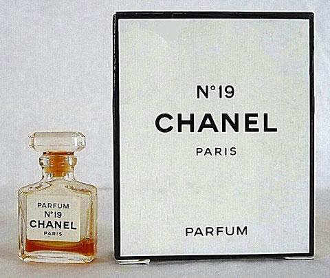 CHANEL - N° 19 : ANCIENNE MINATURE DE PARFUM - CONTENANCE NON INDIQUEE SUR LA BOÎTE
