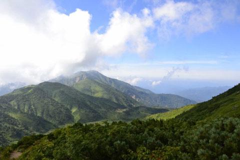 アルプス展望台から望む南竜ヶ馬場と別山
