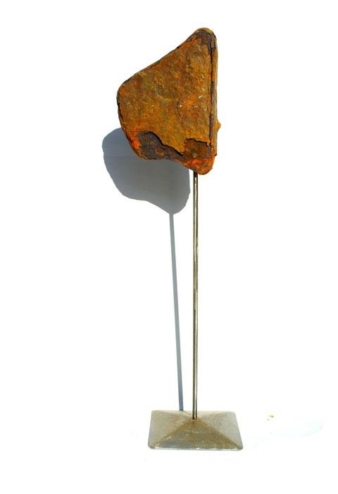Acier oxydé soclé sur tige d'acier - Hauteur : 67cm - Collection de l'artiste