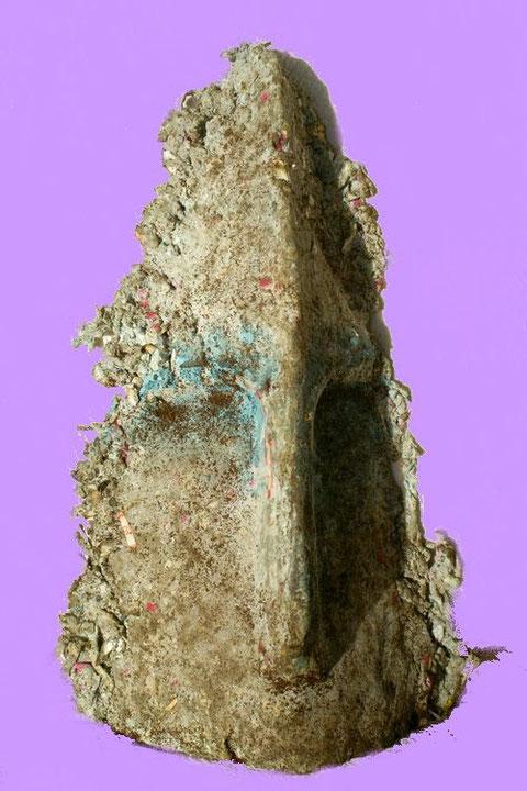 Argile cru, fibre de papier, peinture, sable ... et café moulu ! - Hauteur : 34cm - Largeur : 22 cm - Profondeur : 12cm - Collection de l'artiste