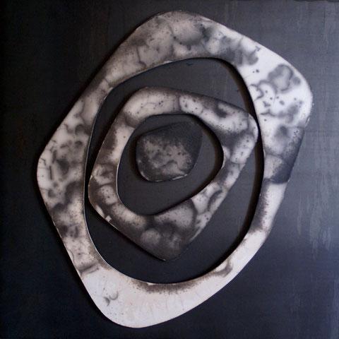 Terre cuite façon Raku nu sur plaque d'acier - Hauteur : 50cm - Largeur : 50cm - Collection Privée (France)