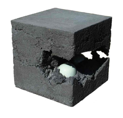 Terre cuite émaillée et béton - Hauteur : 30cm - Largeur : 30cm - Profondeur : 30cm - Disponible à la vente