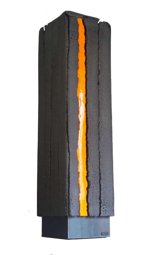 Terre cuite émaillée sur plaque d'acier - Hauteur : 92cm - Largeur : 23cm - Profondeur : 24cm - Disponible à la vente