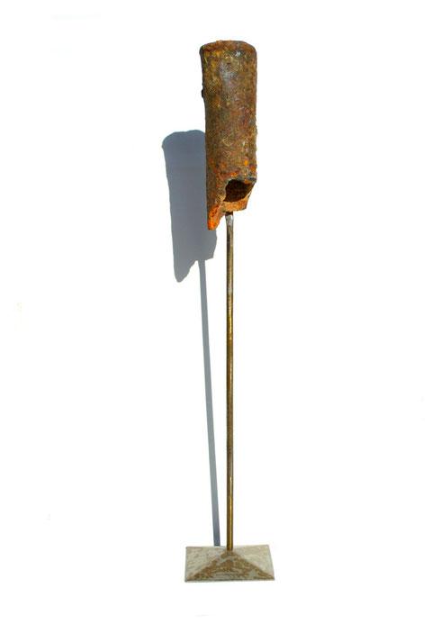 Acier oxydé soclé sur tige d'acier - Hauteur : 59cm - Collection de l'artiste