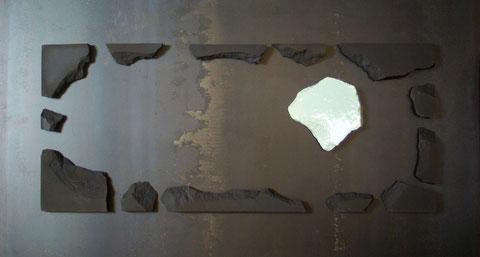 Terre cuite émaillée sur plaque d'acier - Longueur : 100cm - Largeur : 55cm - Disponible à la vente