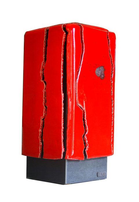 Terre cuite émaillée sur plaque d'acier - Hauteur : 42cm - Largeur : 18cm - Profondeur : 18cm - Disponible à la vente
