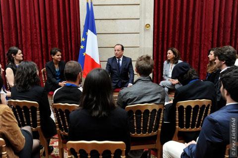 Le Président François Hollande à l'écoute des jeunes descendants de Justes