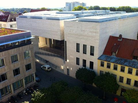 Blick von der Rathausterrasse auf das Georg Schäfer Museum