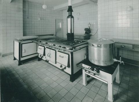 Neue Gasküche - wohl 1930er - Danke an Elfriede Krämer