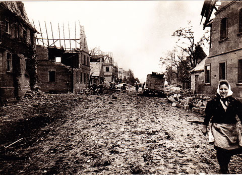 Foto aus schweren Zeiten - Oberndorf nach einem Bombenangriff im Zweiten Weltkrieg