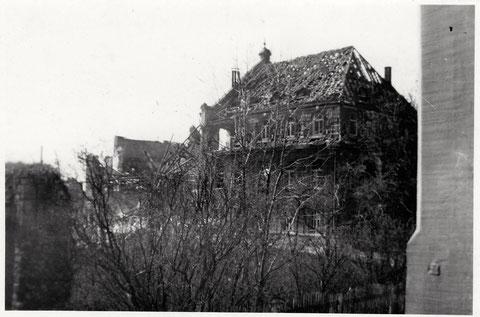 Der zerbombte Saalbau - fotografiert aus dem Fenster des Hauses Neutorstr. 2 nach dem Nachtangriff vom 13. April 1944