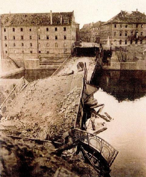 gesprengte Mainbrücke zum Kriegsende