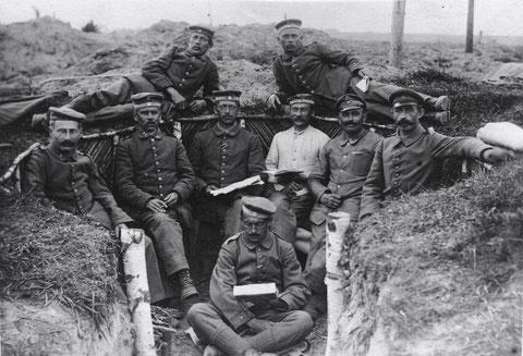 Bataillon Schweinfurt  ; Schützengraben in Russland am Serwetsch-Fluss bei Baranowitschi im Mai 1917 Namen siehe unten (leider schlecht lesbar)
