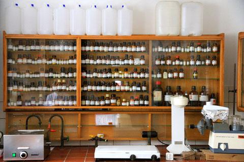 Im Labor der Stadtapotheke