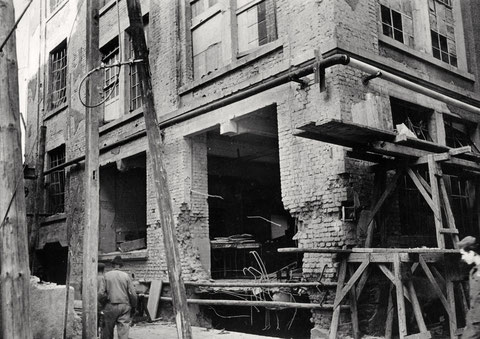 Werk I, Sprengbombeneinschlag in den Keller des Laboratoriums (Bau 104) - 24.10. 1943